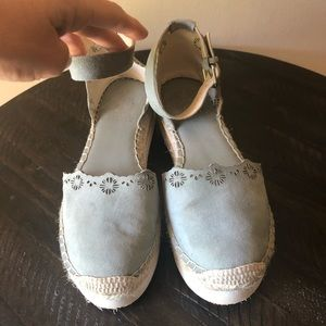 Vince Camuto Flatforms- Size 7